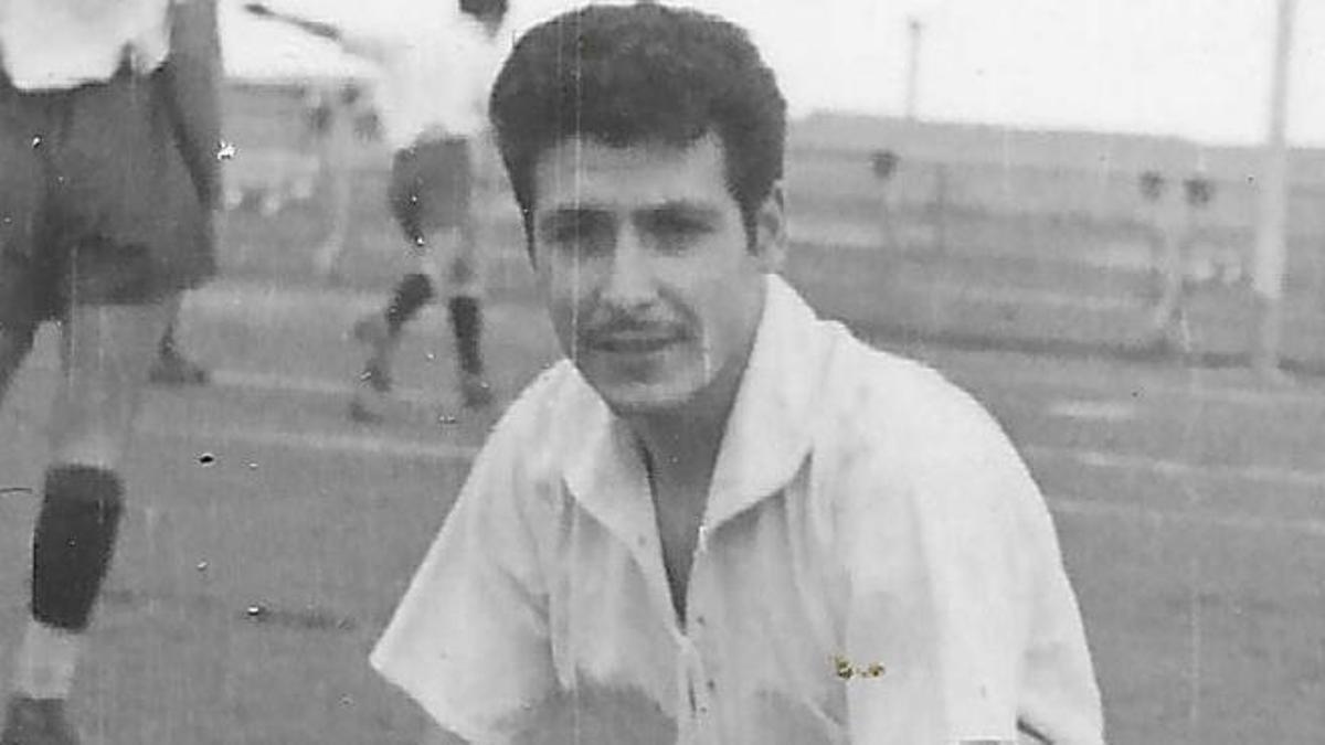 Francisco López Gómez posando como jugador del CD Tenerife