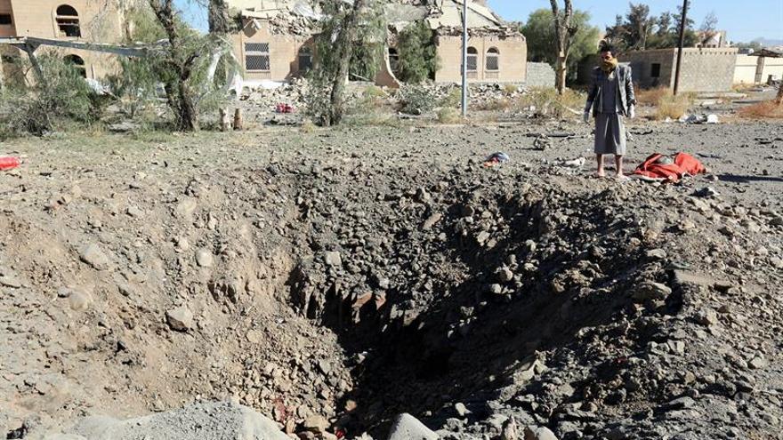 Al menos 35 muertos en los bombardeos contra una cárcel en la capital del Yemen