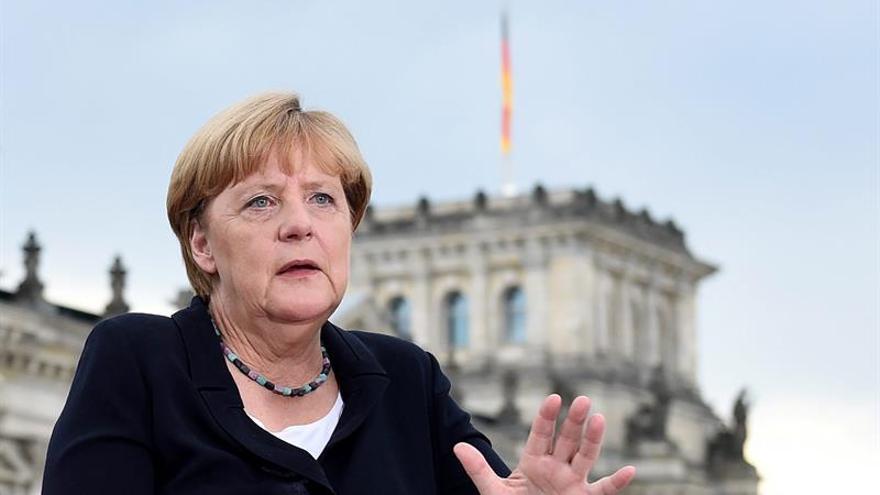 Hollande y Merkel subrayan que el alto el fuego en Ucrania debe ser duradero