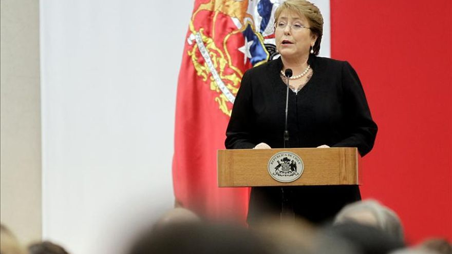 Bachelet pide a ministros impulsar la economía y explicar mejor sus reformas