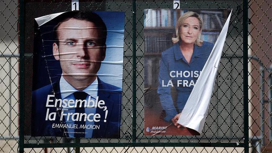 Cartenes electorales de Emmanuel Macron y Marine Le Pen.