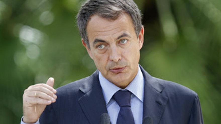 Zapatero tras el encuentro con el Rey. (EP)