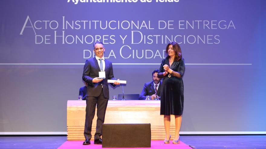 El hijo de Luis Natera, Hijo Adoptivo a título póstumo de Telde