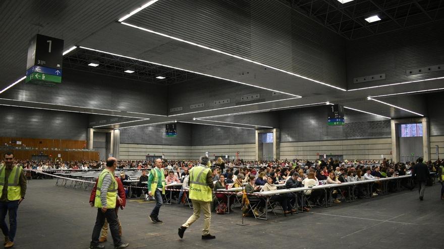 Miles de aspirantes se examinan en BEC para optar a una de las plazas de Correos, de las que 158 corresponden a Euskadi