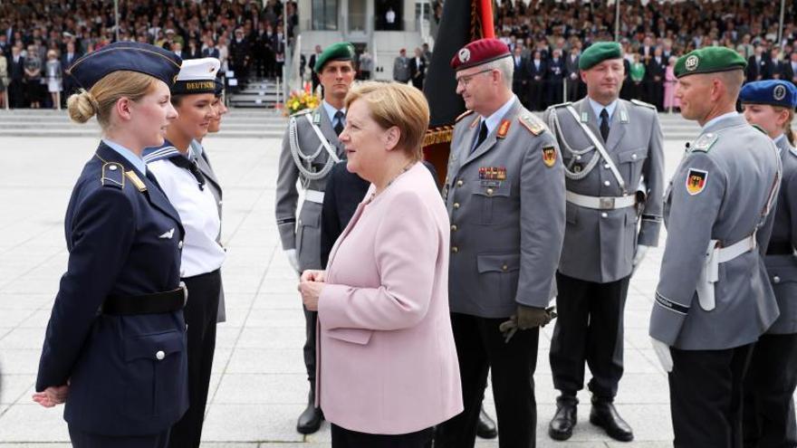 """Merkel elogia la """"obligación a desobedecer"""" que movió la conjura contra Hitler"""