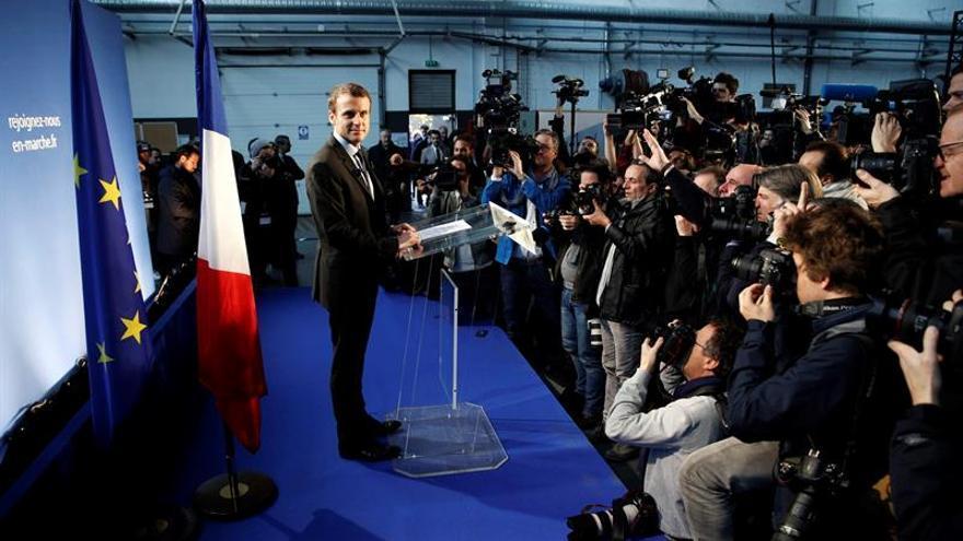 El exministro francés de Economía Emmanuel Macron será candidato a presidente