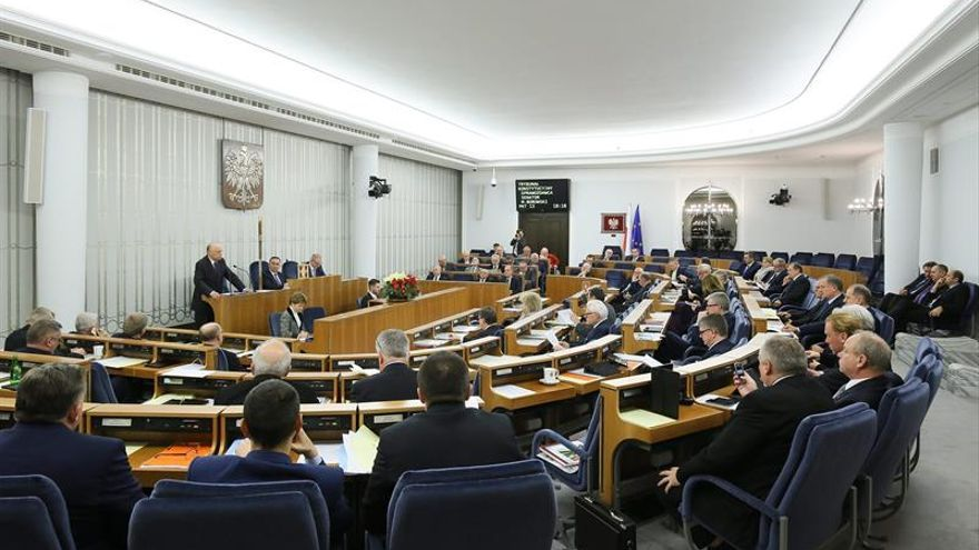 El Senado polaco aborda la reforma del Tribunal Supremo aprobada ayer por el Parlamento