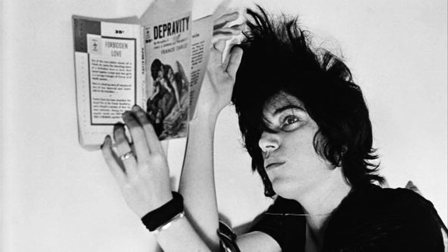 Patti Smith leyendo 'Depravity', de Francis Carco