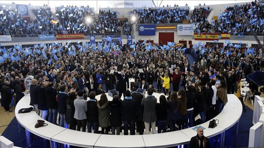 Rajoy recuerda a los policías fallecidos y pide unidad de todos contra el terrorismo