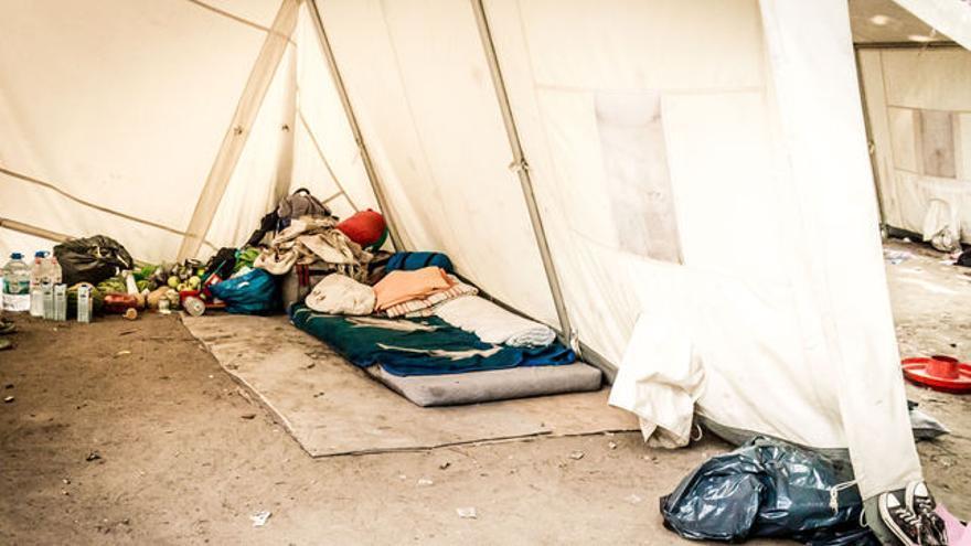 Tiendas de campaña instaladas delante de la oficina de asuntos sociales para los refugiados / FOTO: Sebaso