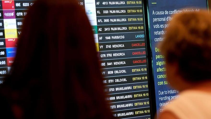 Vueling cancela 100 vuelos previstos para hoy y 20 previstos para mañana