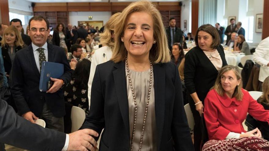Báñez lanza de nuevo el debate sobre salir a las 18.00 horas y pide consenso
