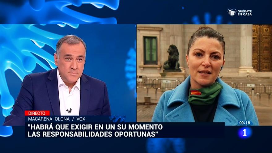 """La diputada de Vox Macarena Olona acusa a TVE de estar """"al servicio del régimen"""" mientras la cadena la entrevista"""