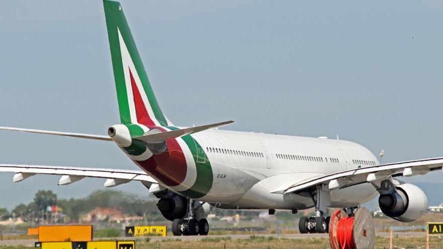 Italia quiere encontrar una solución para Alitalia y se reunirá con la UE