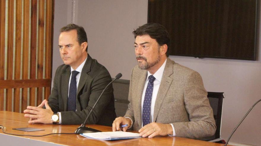 El alcalde de Alicante, el popular Luis Barcala, en rueda de prensa