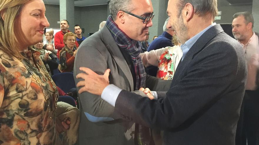 Dirigentes del PRC y de CCOO respaldan al PSOE en el mitin de Rubalcaba