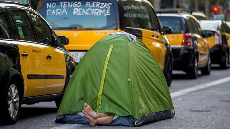"""Los taxistas de Barcelona barajan dar una """"tregua"""" a Fomento y desconvocar la huelga"""