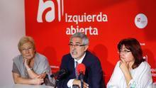De izquierda a derecha, Teresa Aranguren, Gaspar Llamazares y Montserrat Muñoz.