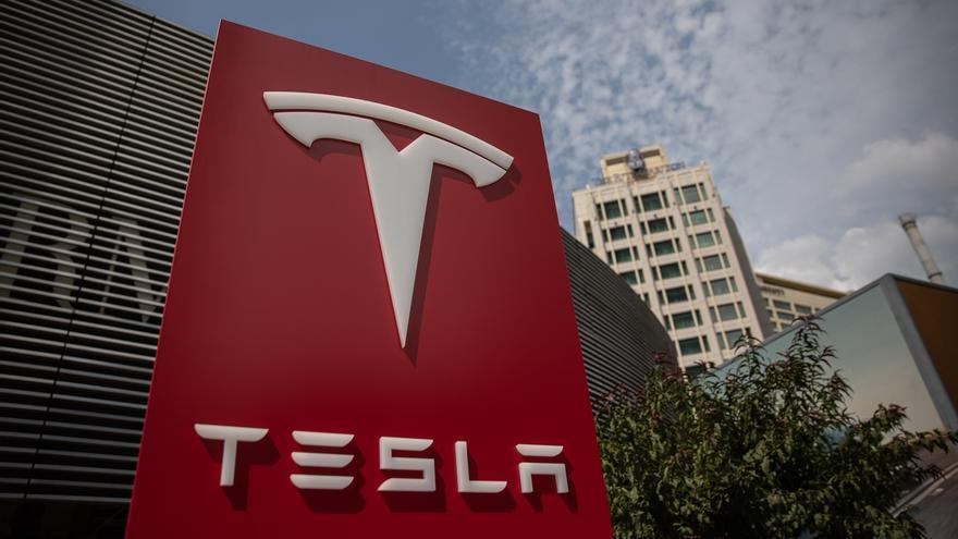 En el primer trimestre de este año, Tesla registró unos beneficios netos de 16 millones de dólares, tras tener unos ingresos de 5.985 millones en el periodo, un 32 % más que en entre enero y marzo de 2019.