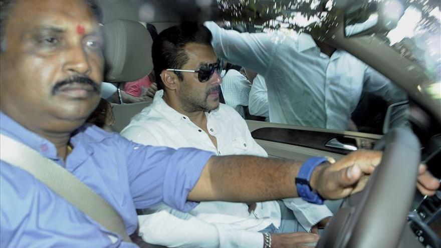 La megaestrella de Bollywood Salman Khan es condenado a cinco años de prisión