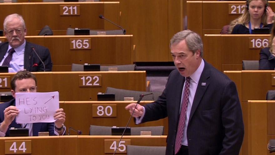 Troleo a Farage en el Parlamento Europeo