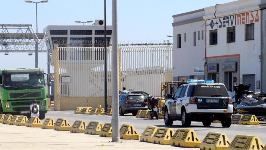 Veinte menores detenidos en una batalla campal en Ceuta, ya en el centro de acogida