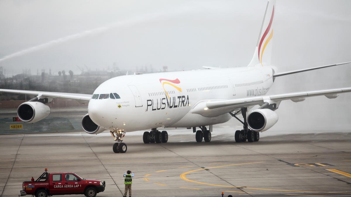 Un avión de la aerolínea española Plus Ultra. EFE/EDUARDO CAEVRO/Archivo