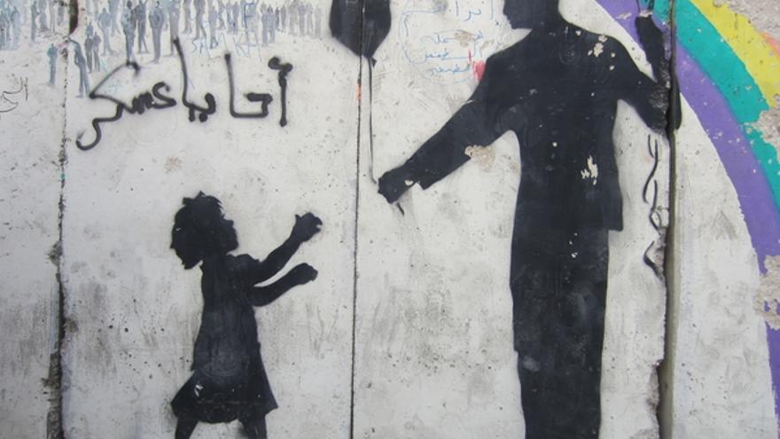 Grafiti en la calle Mohamed Mahmoudde de El Cairo, octubre de 2012. En esta misma calle, en noviembre de 2011, las fuerzas de seguridad reprimieron a un grupo de manifestantes, dejando al menos 50 muertos. © Amnistía Internacional