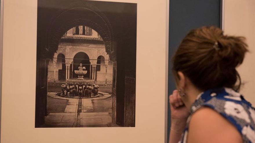 Exposición con imágenes de calotipos recupera la Alhambra romántica del XIX