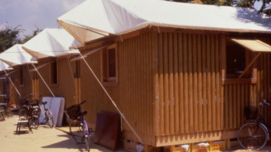 Una imagen de los refugios de cartón construidos tras el terremoto de Kobe, en 1995 | shigerubanarchitects.com