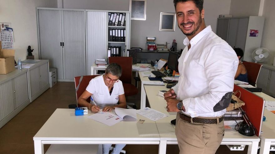Luis Yeray Gutiérrez, candidato socialista a la alcaldía lagunera, en el momento en que presentó su candidatura