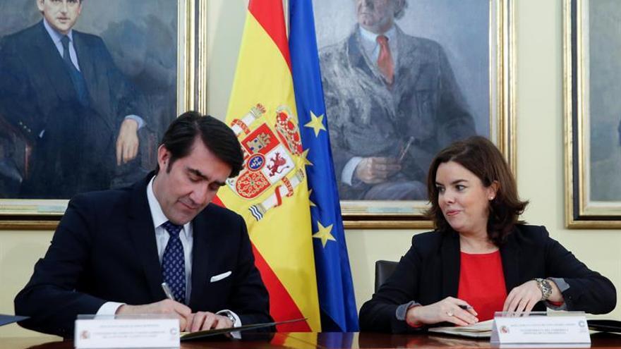"""Sáenz de Santamaría apela a la cultura como """"nexo de unión, más allá de la política"""""""