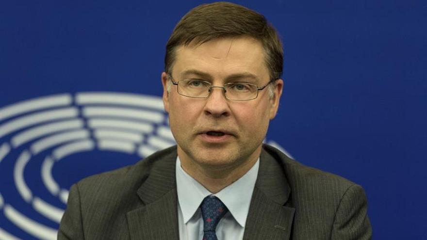 Dombrovskis insta a completar la Unión Bancaria y de Mercados de Capitales