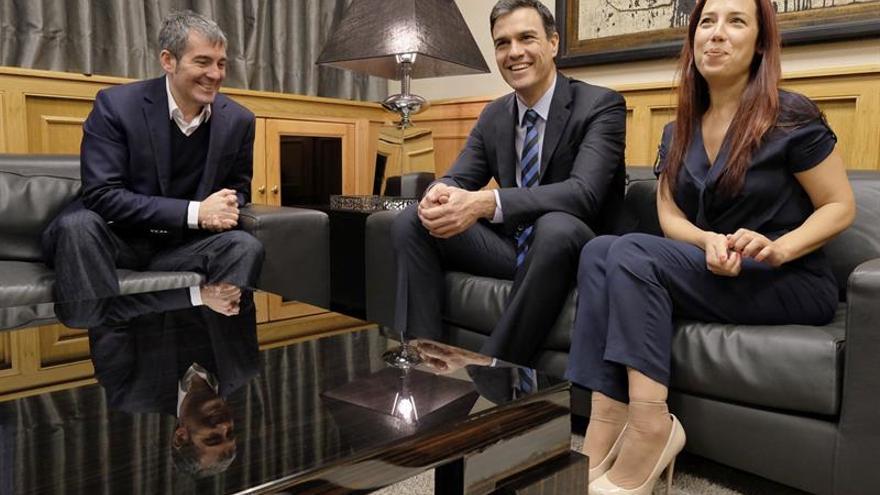 Fernando Clavijo, Pedro Sánchez y Patricia Hernández. (EFE)