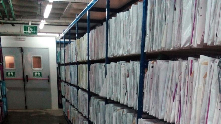 CSIF alerta del deterioro de alrededor de 500 historiales clínicos en el archivo del Hospital Materno Infantil