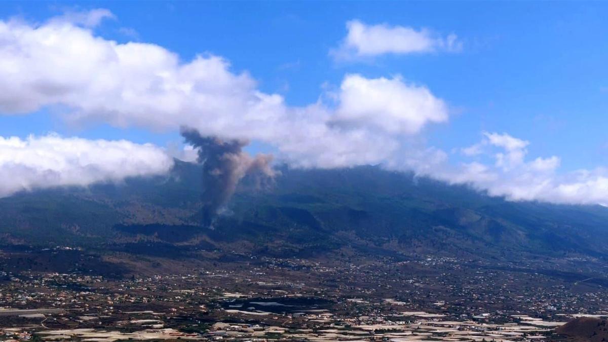 Erupción volcánica en los alrededores de Las Manchas, en El Paso (La Palma),