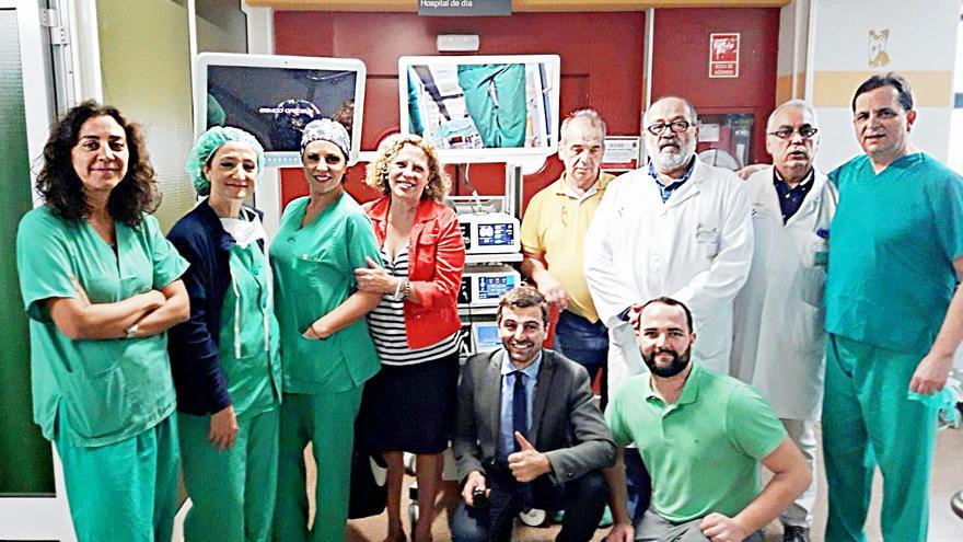 Personal del Hospital General de La Palma junto al nuevo equipamiento.