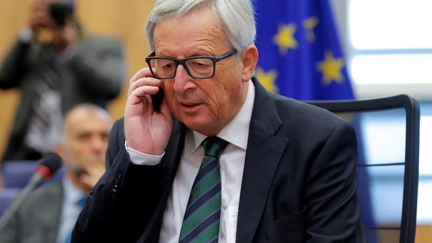 Juncker recuerda a las víctimas en el aniversario de los atentados de París