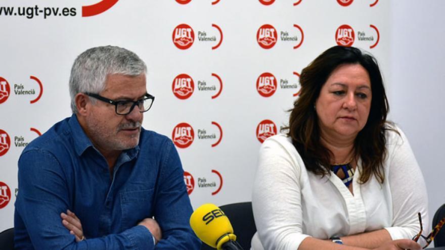 Gonzalo Pino, Secretario General, y Elvira Ródenas, Secretaria de Organización de UGT-PV, en rueda de prensa