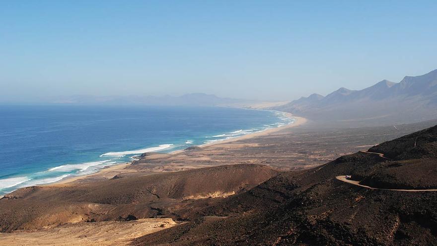Localizados con un dron 4 turistas que se habían perdido en una zona de Cofete