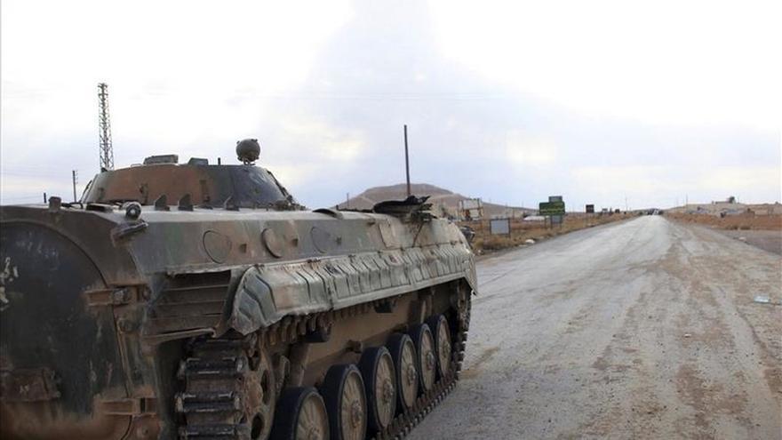 Suben a 50 los muertos en los bombardeos contra una ciudad siria controlada por el EI