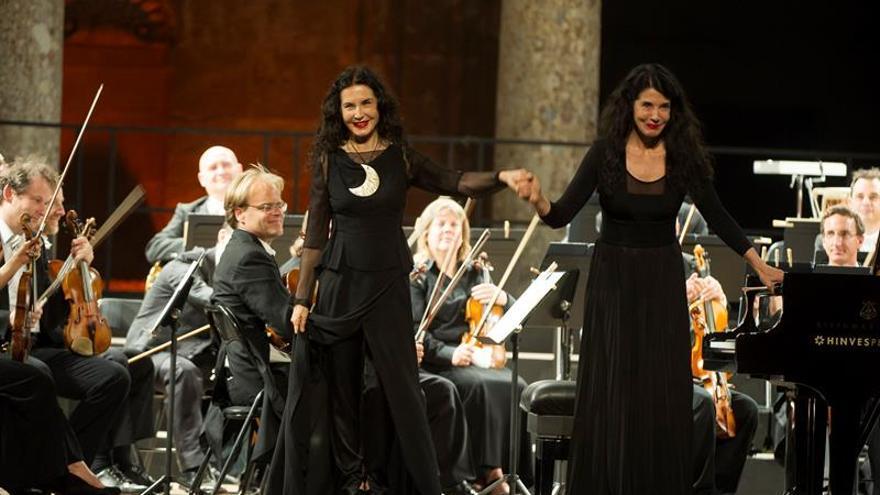 Las hermanas Labèque ofrecen un concierto a dos pianos en Madrid