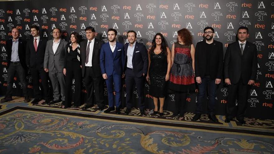 Los Goya 2017 calientan motores en traje de cóctel y distendidos