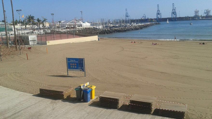 El Ayuntamiento de Las Palmas de Gran Canaria reabre al baño la playa de las Alcaravaneras