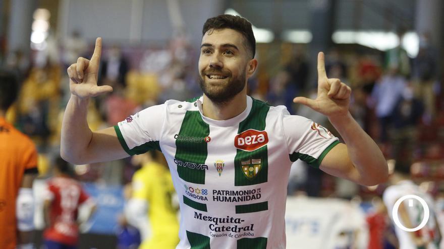 Saura celebrando un gol en Vista Alegre