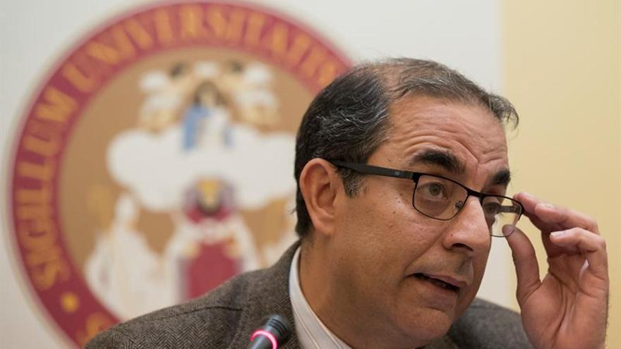 El rector de Sevilla pide perdón a las tres acosadas y a la sociedad