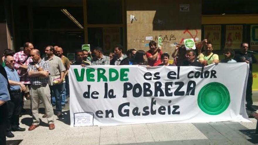 Última concentración de protesta contra el nuevo sistema de adquisición de alimentos diseñado por el Ayuntamiento de Vitoria.