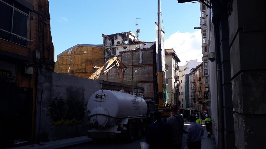 Comienza el derribo de dos edificios en el Cabildo de Arriba