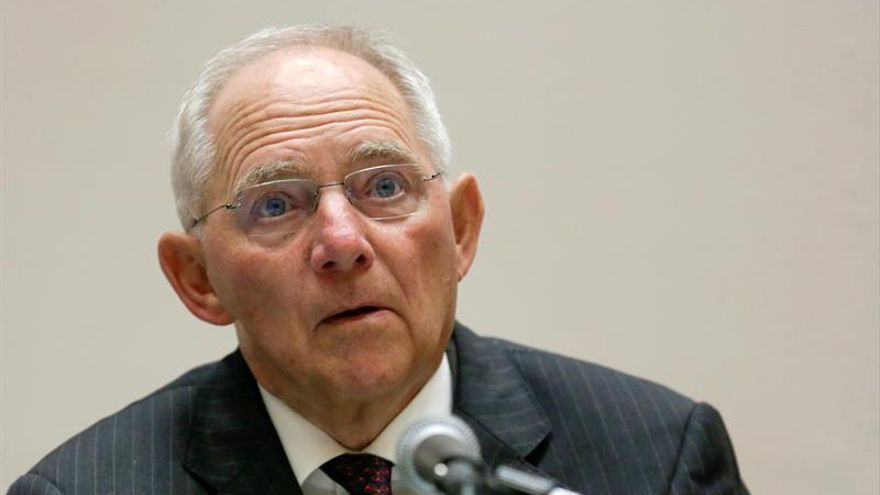 """Schäuble cree que la salida de lReino Unido de la UE traería """"inmensos daños"""""""