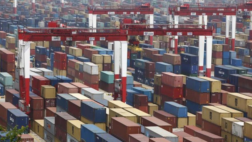 El superávit comercial chino con EEUU aumentó en la primera mitad del año